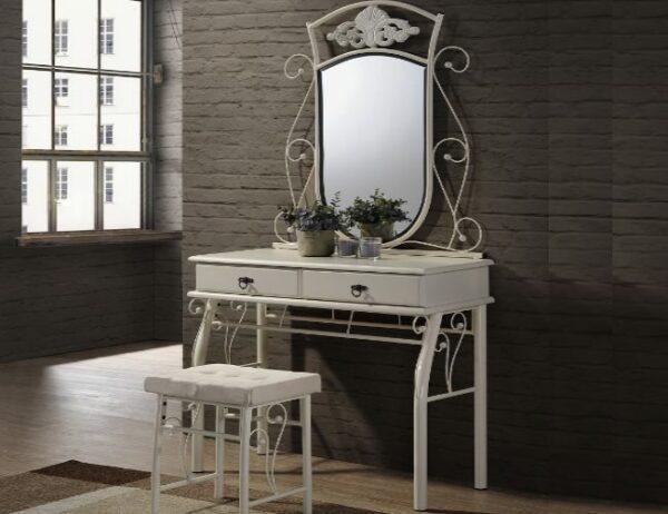 Столик туалетный в Калининграде